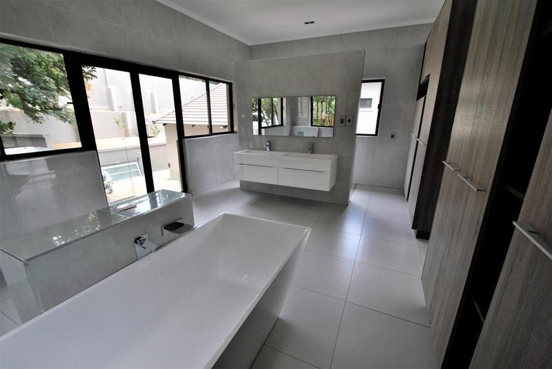 Property For Sale in Glenvista, Johannesburg 27