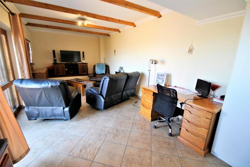 Property For Sale in Glenvista, Johannesburg 40