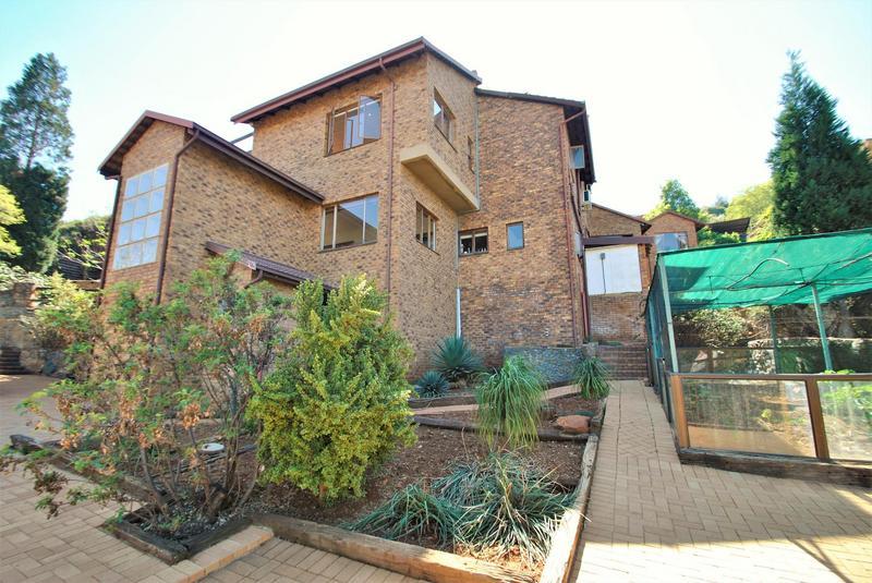 Property For Sale in Glenvista, Johannesburg 42