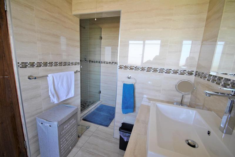 Property For Sale in Glenvista, Johannesburg 16