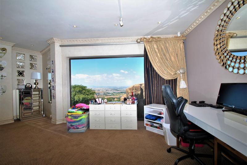 Property For Sale in Glenvista, Johannesburg 33