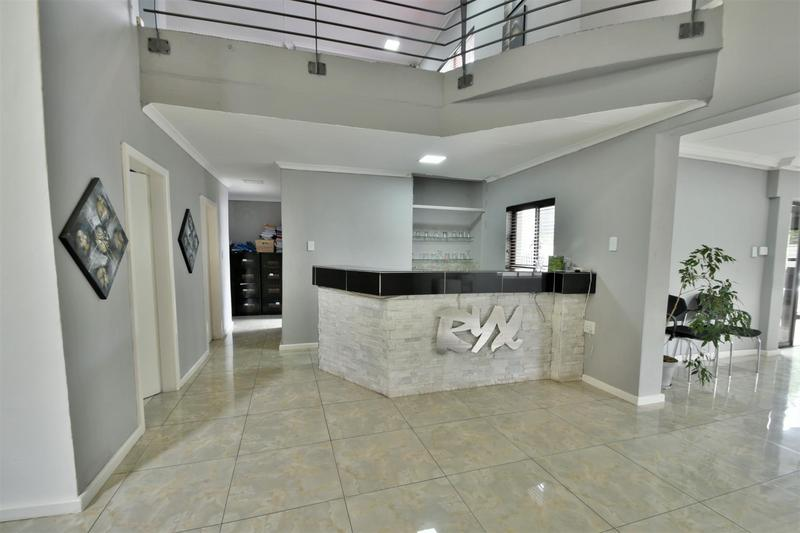 Property For Sale in Oakdene, Johannesburg 9