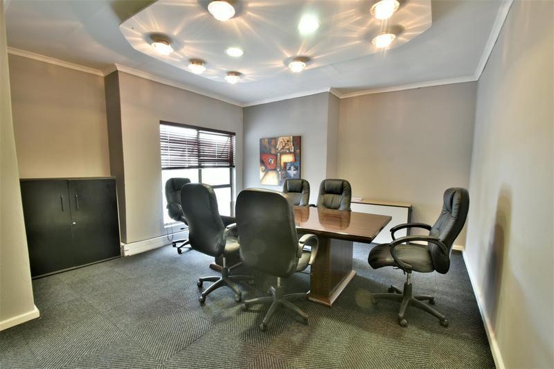 Property For Sale in Oakdene, Johannesburg 10