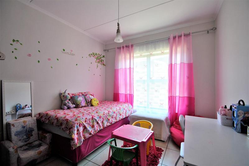 Property For Sale in Oakdene, Johannesburg 14