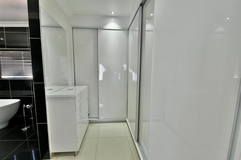 Property For Sale in Glenvista, Johannesburg 26