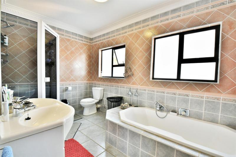 Property For Sale in Glenvista, Johannesburg 27