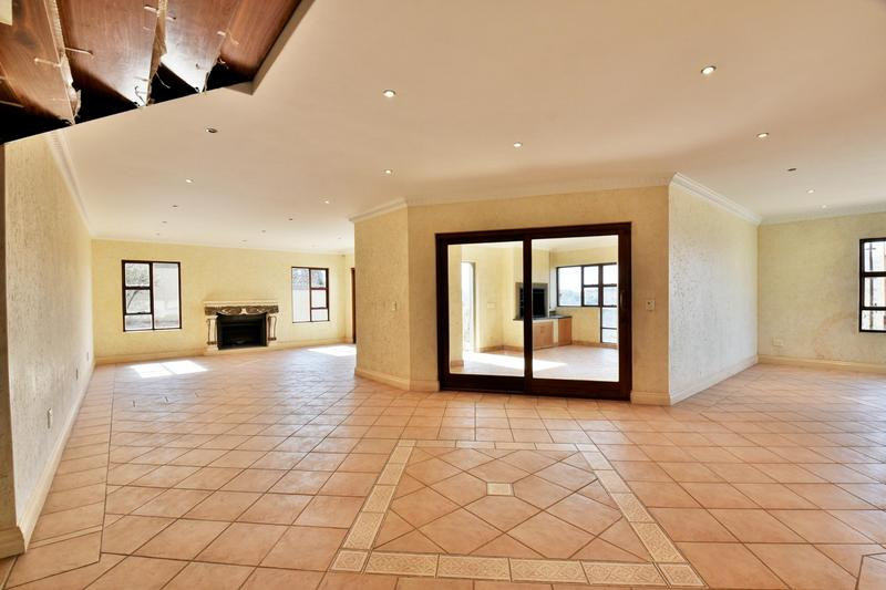 Property For Sale in Bassonia, Johannesburg 36