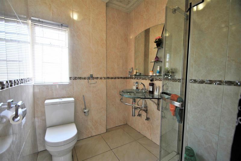 Property For Sale in Roseacre, Johannesburg 11