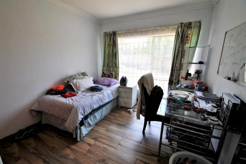 Property For Sale in Roseacre, Johannesburg 12