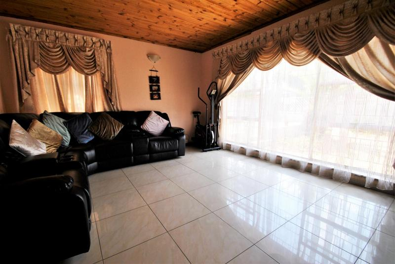 Property For Sale in Roseacre, Johannesburg 7