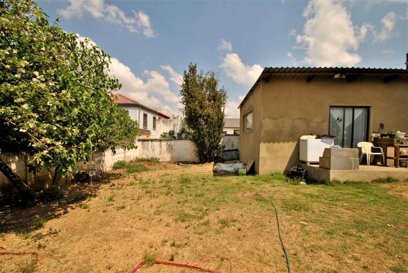 Property For Sale in Roseacre, Johannesburg 15