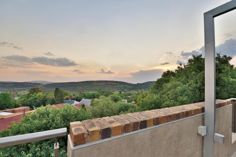 Property For Sale in Glenvista, Johannesburg 3