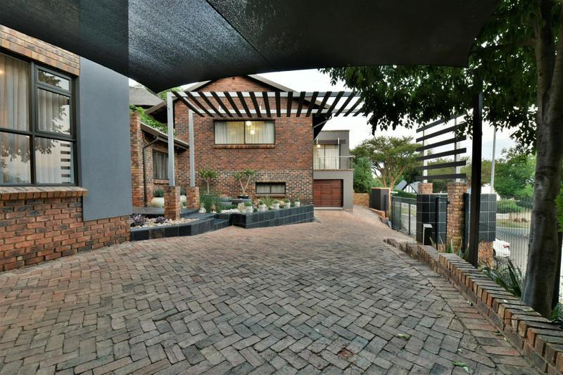 Property For Sale in Glenvista, Johannesburg 44