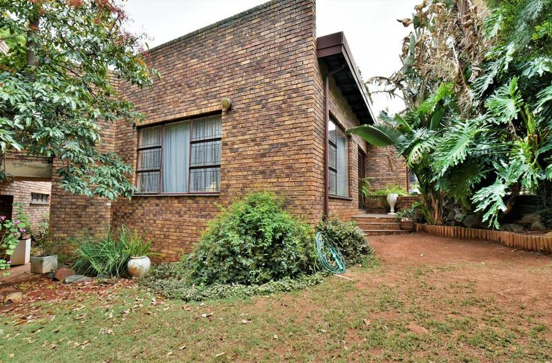 Property For Sale in Glenvista, Johannesburg 3