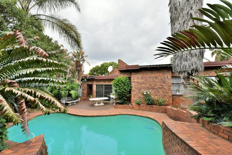 Property For Sale in Glenvista, Johannesburg 1