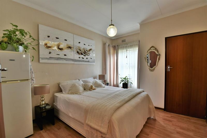 Property For Sale in Glenvista, Johannesburg 16