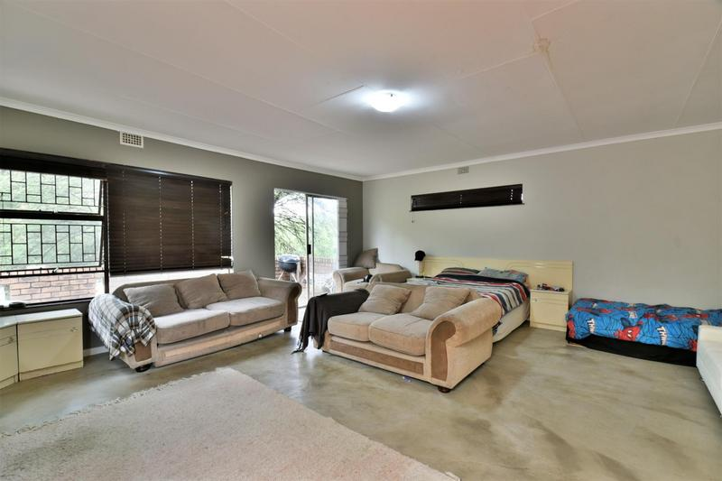 Property For Sale in Glenvista, Johannesburg 21
