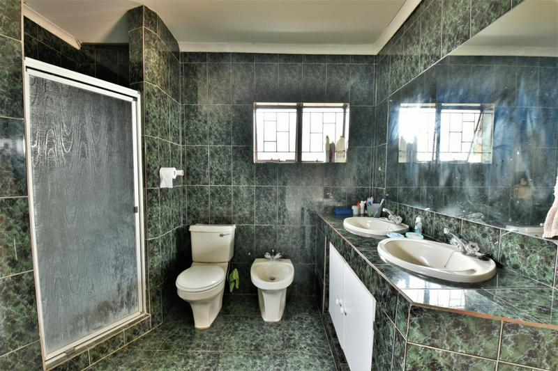 Property For Sale in Glenvista, Johannesburg 25
