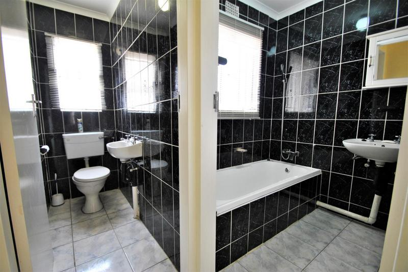 Property For Sale in Ormonde, Johannesburg 9