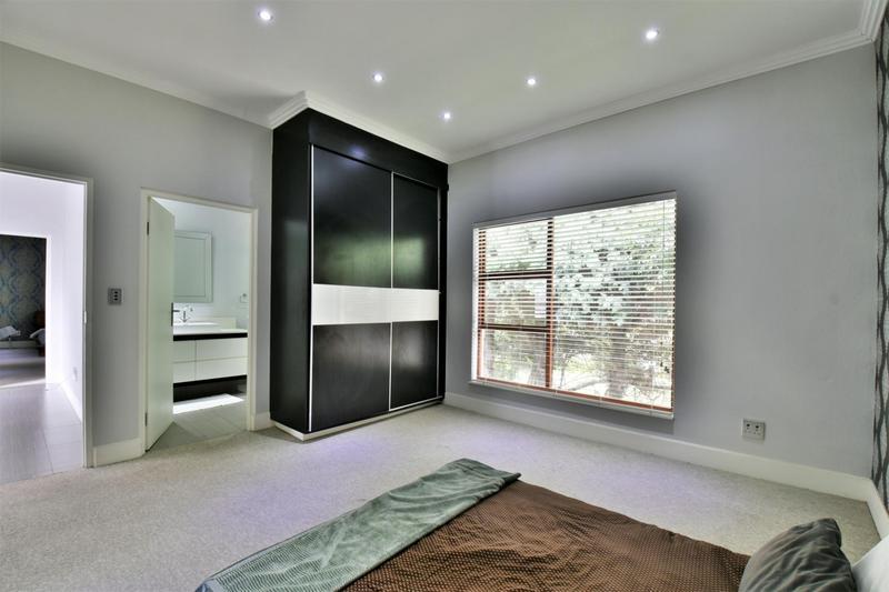 Property For Sale in Sandhurst, Sandton 19