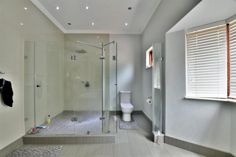 Property For Sale in Sandhurst, Sandton 24