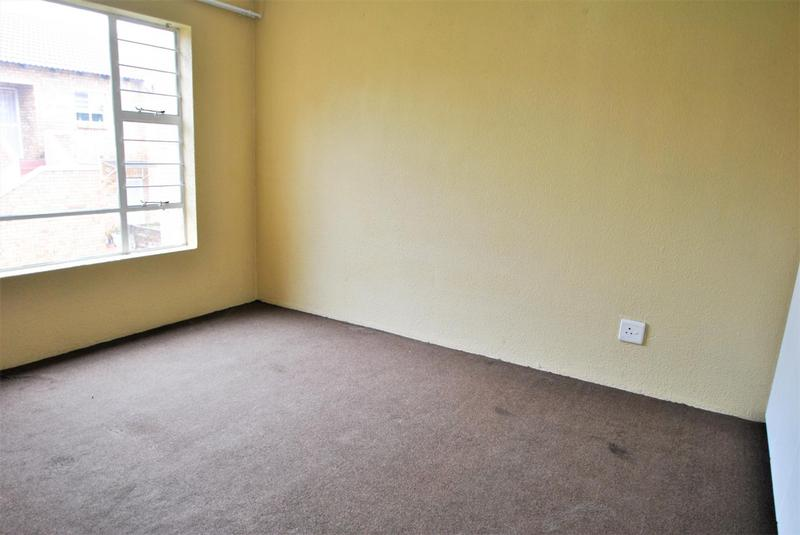 Property For Sale in Liefde En Vrede, Johannesburg 11