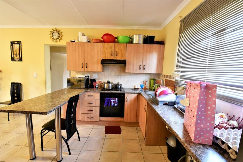 Property For Sale in Meredale, Johannesburg 7