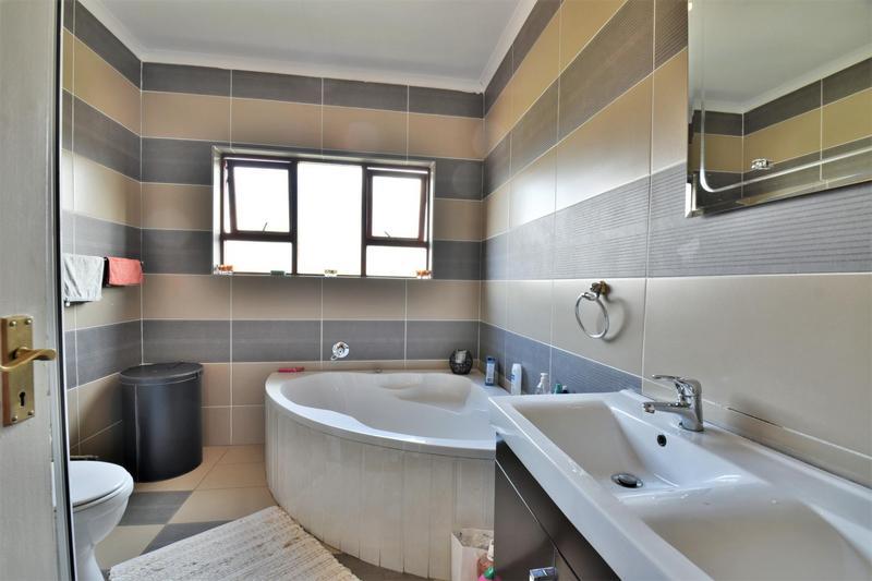 Property For Sale in Mulbarton, Johannesburg 17