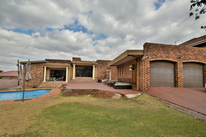 Property For Sale in Ridgeway, Johannesburg 2