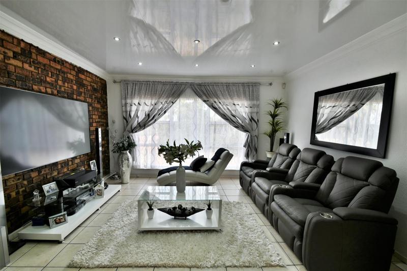Property For Sale in Ridgeway, Johannesburg 6