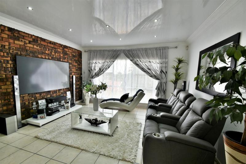Property For Sale in Ridgeway, Johannesburg 7