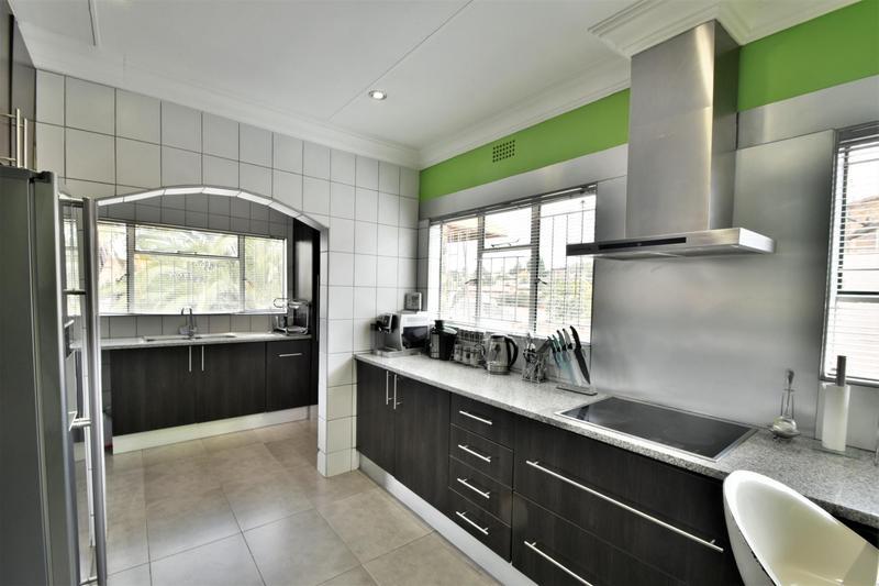 Property For Sale in Ridgeway, Johannesburg 10