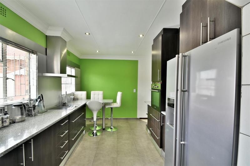 Property For Sale in Ridgeway, Johannesburg 11