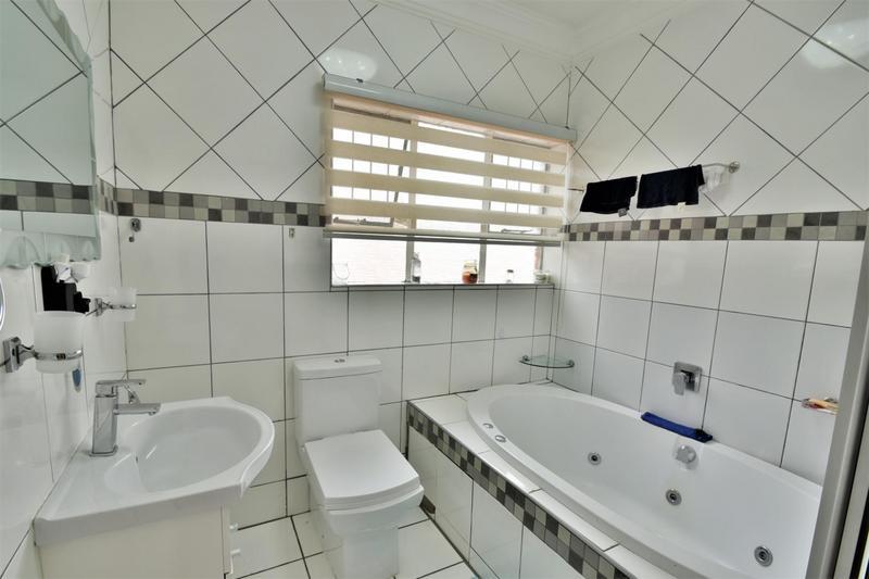 Property For Sale in Ridgeway, Johannesburg 20