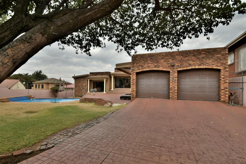 Property For Sale in Ridgeway, Johannesburg 24