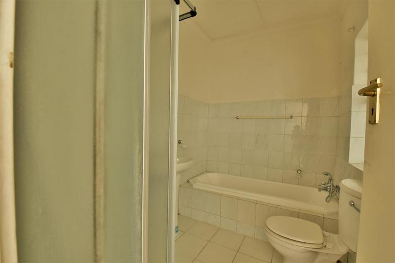 Property For Sale in Orchards, Johannesburg 14