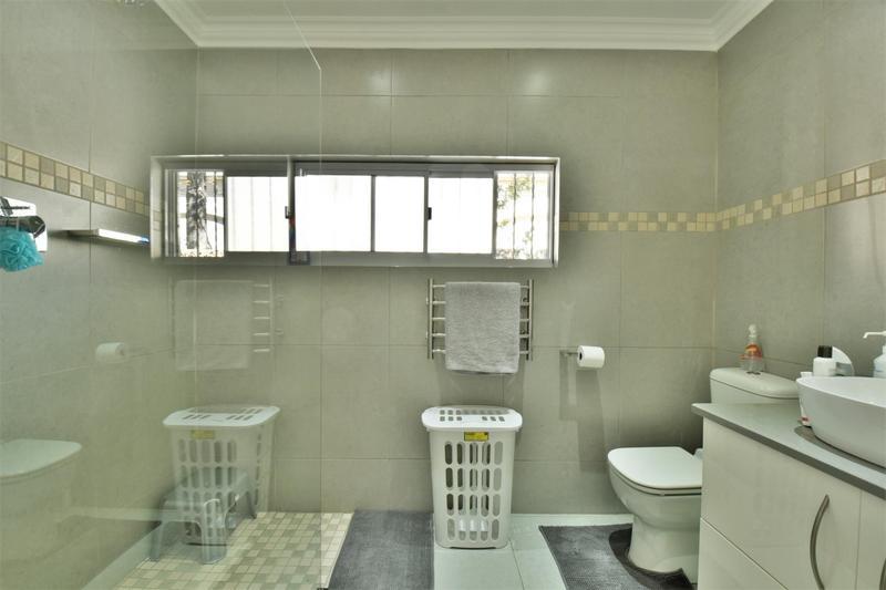 Property For Sale in Oakdene, Johannesburg 22
