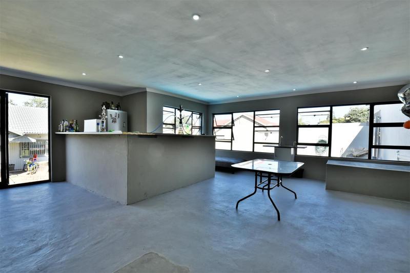 Property For Sale in Oakdene, Johannesburg 27