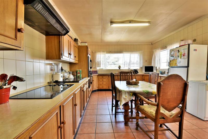 Property For Sale in Oakdene, Johannesburg 3