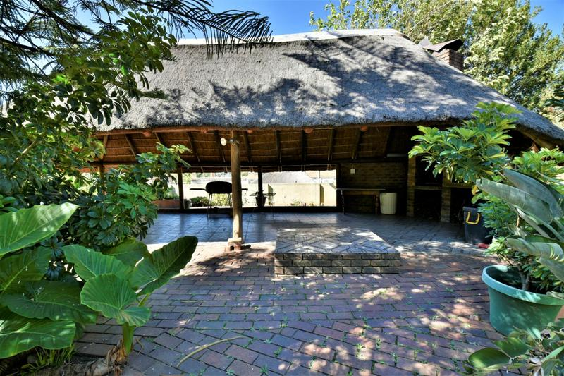 Property For Sale in Oakdene, Johannesburg 26