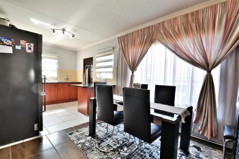 Property For Sale in Roseacre, Johannesburg 8
