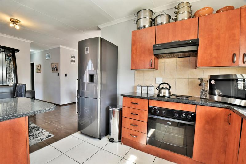 Property For Sale in Roseacre, Johannesburg 3
