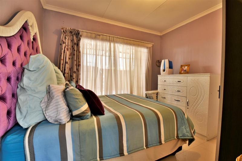 Property For Sale in Roseacre, Johannesburg 13