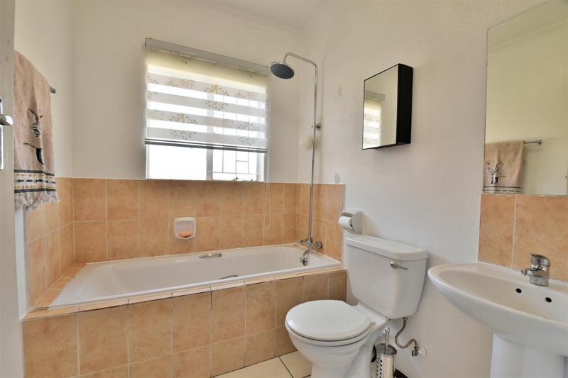 Property For Sale in Roseacre, Johannesburg 17