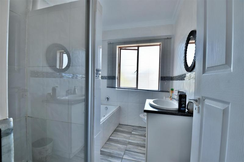 Property For Sale in Willowbrook, Roodepoort 13