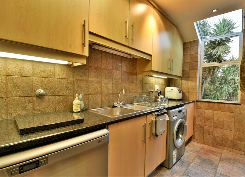 Property For Sale in Glenvista, Johannesburg 10