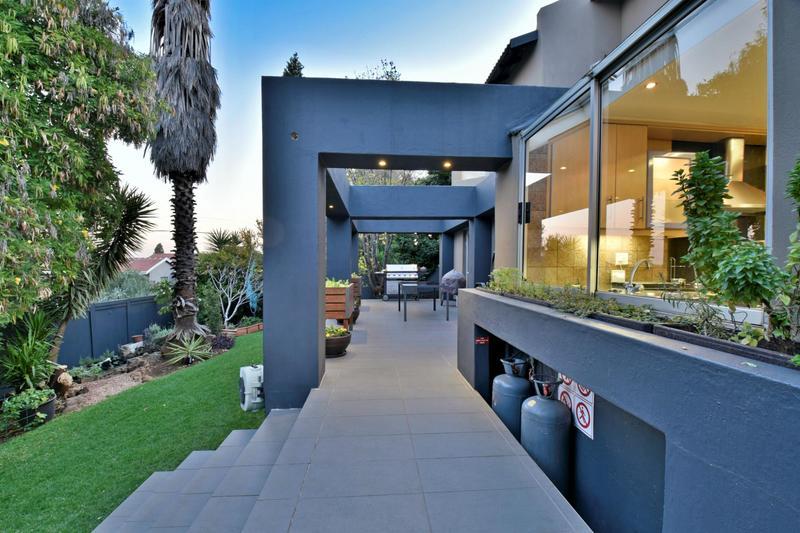 Property For Sale in Glenvista, Johannesburg 41