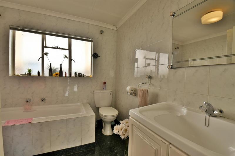 Property For Sale in Oakdene, Johannesburg 13