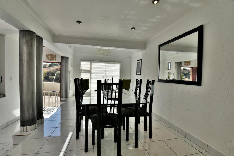 Property For Sale in Oakdene, Johannesburg 17