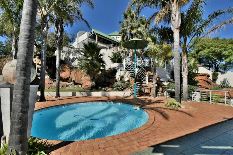 Property For Sale in Oakdene, Johannesburg 24
